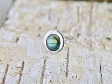 Load image into Gallery viewer, Labradorite Oval Silver Ring