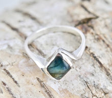 Load image into Gallery viewer, Labradorite Diamond Shape Silver Ring