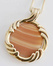Load image into Gallery viewer, Agate Pendant in 9ct Gold