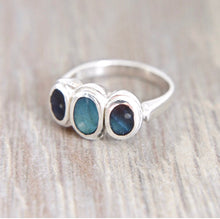Load image into Gallery viewer, Labradorite Silver Ring with 3 Stones