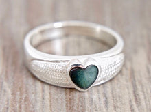 Load image into Gallery viewer, Labradorite Heart Silver Ring