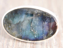 Load image into Gallery viewer, Labradorite Silver Ring Oval Design