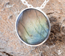Load image into Gallery viewer, Labradorite Round Silver Pendant