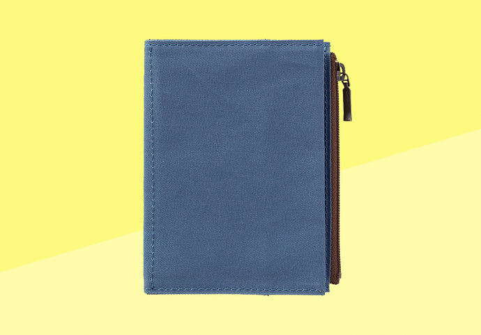 *PREORDER* - TRAVELER'S COMPANY -  Traveler's Notebook passport - cotton zipper case blue