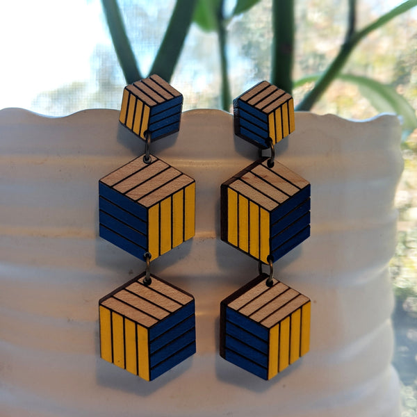 Expanding Cubes x3 Stud Earrings - Maple
