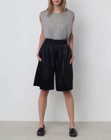 Thoth Pleated Long Short in Black