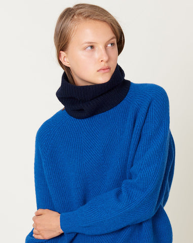 Jeanete Neck Warmer in Navy