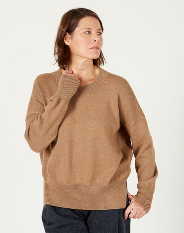Simple Crewneck in Camel