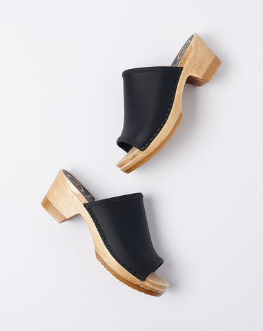 Daria Clog on Mid Heel in Black