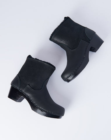 "5"" Pull on Shearling Boot on Black Mid Heel in Black"
