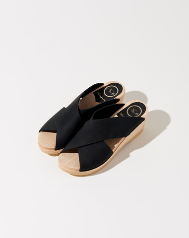 Frida Clog on Mid Wedge in Midnight