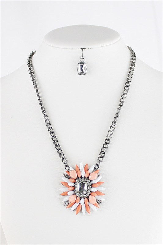 On Point Necklace: Peach