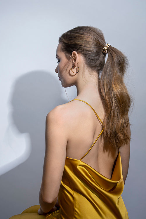 The Hair Edit Accessories Ponytail Metal Cable Wrap Chain Hair Tie on Model