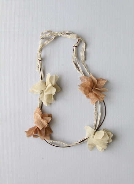 Girls Flower Necklace in Natural