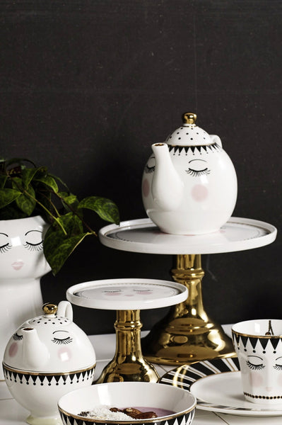 Closed Eyes Gold Foot Cake Stand