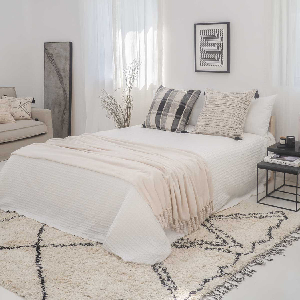 Panal White Bedspread