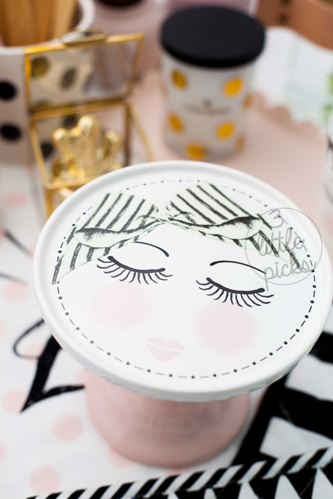Pretty Eyes Cake Stand