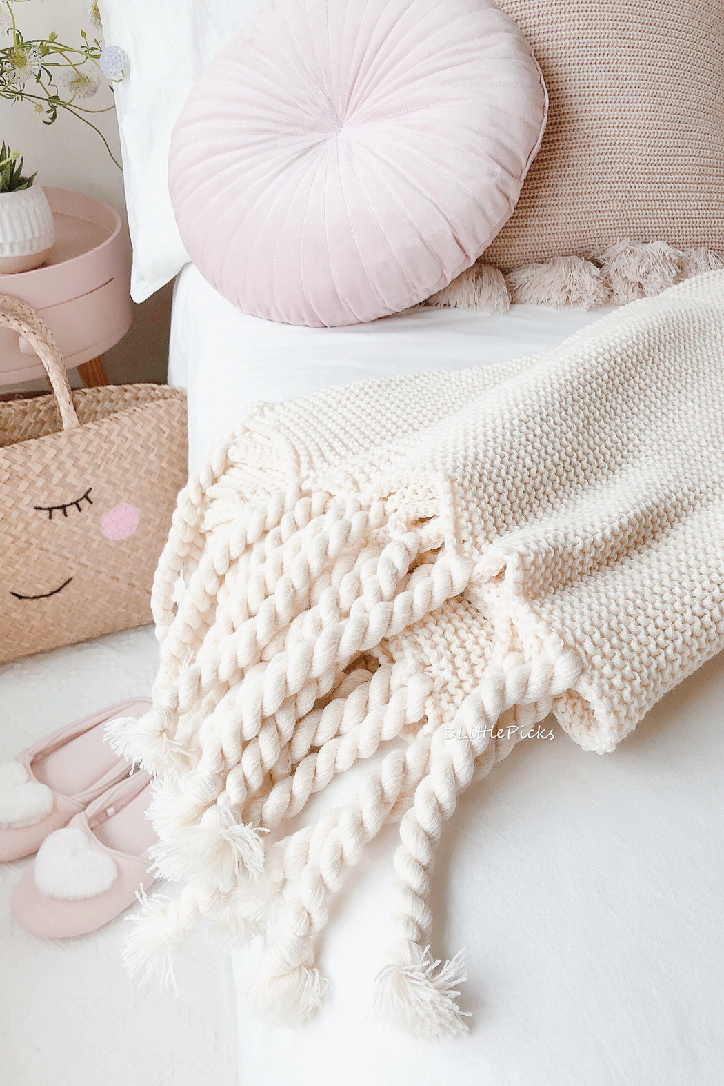 Cream Tassel Knitted Throw