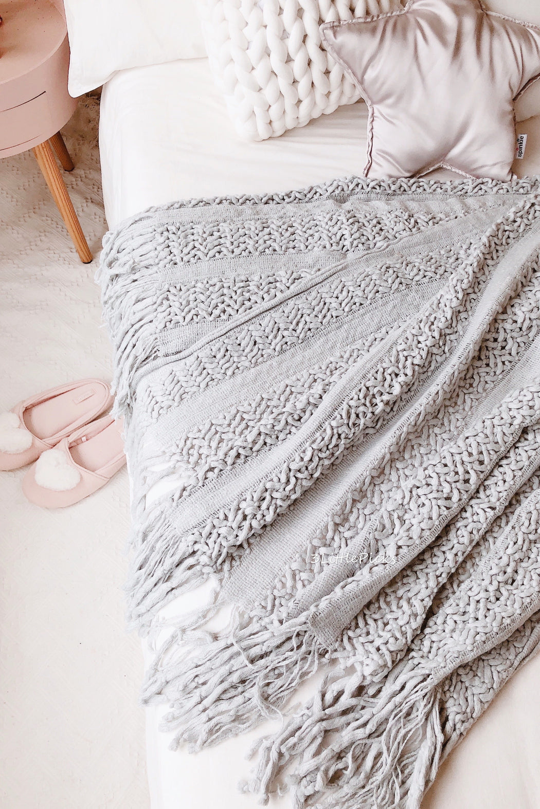 Light Grey Tassel Fringe Knitted Throw