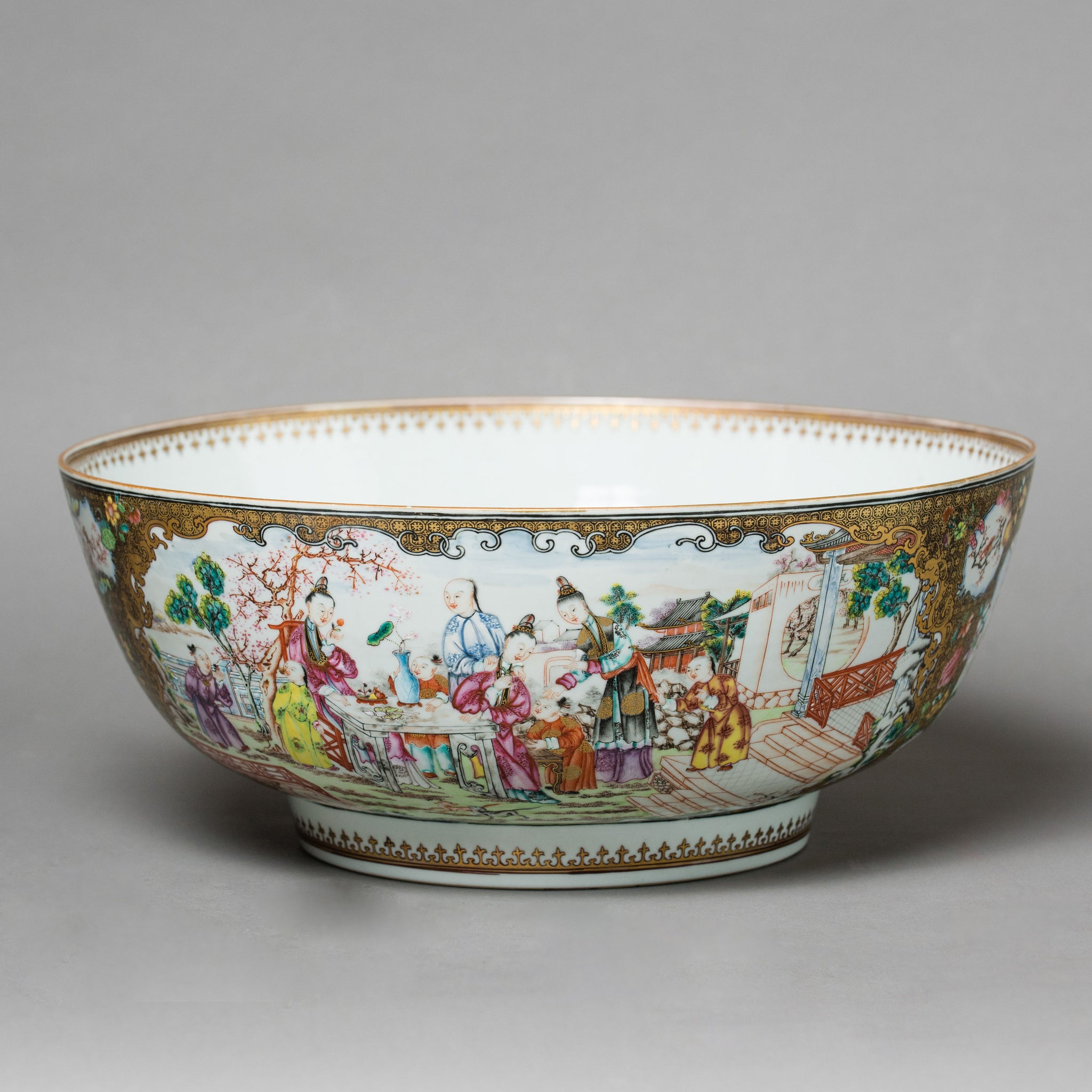 Large Chinese Export Bowl