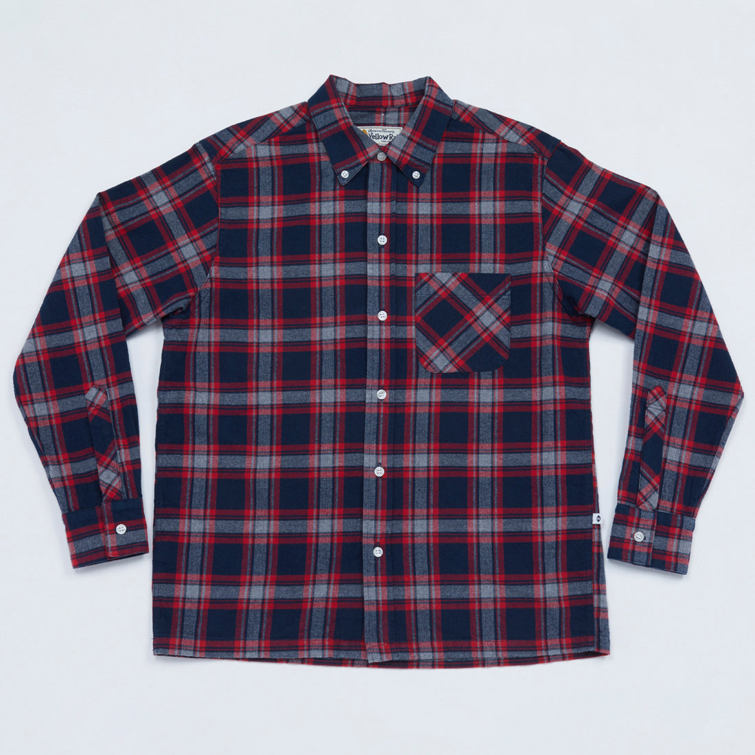 Convertible Collar Button-down in Plaid Flannel (Navy x Red)