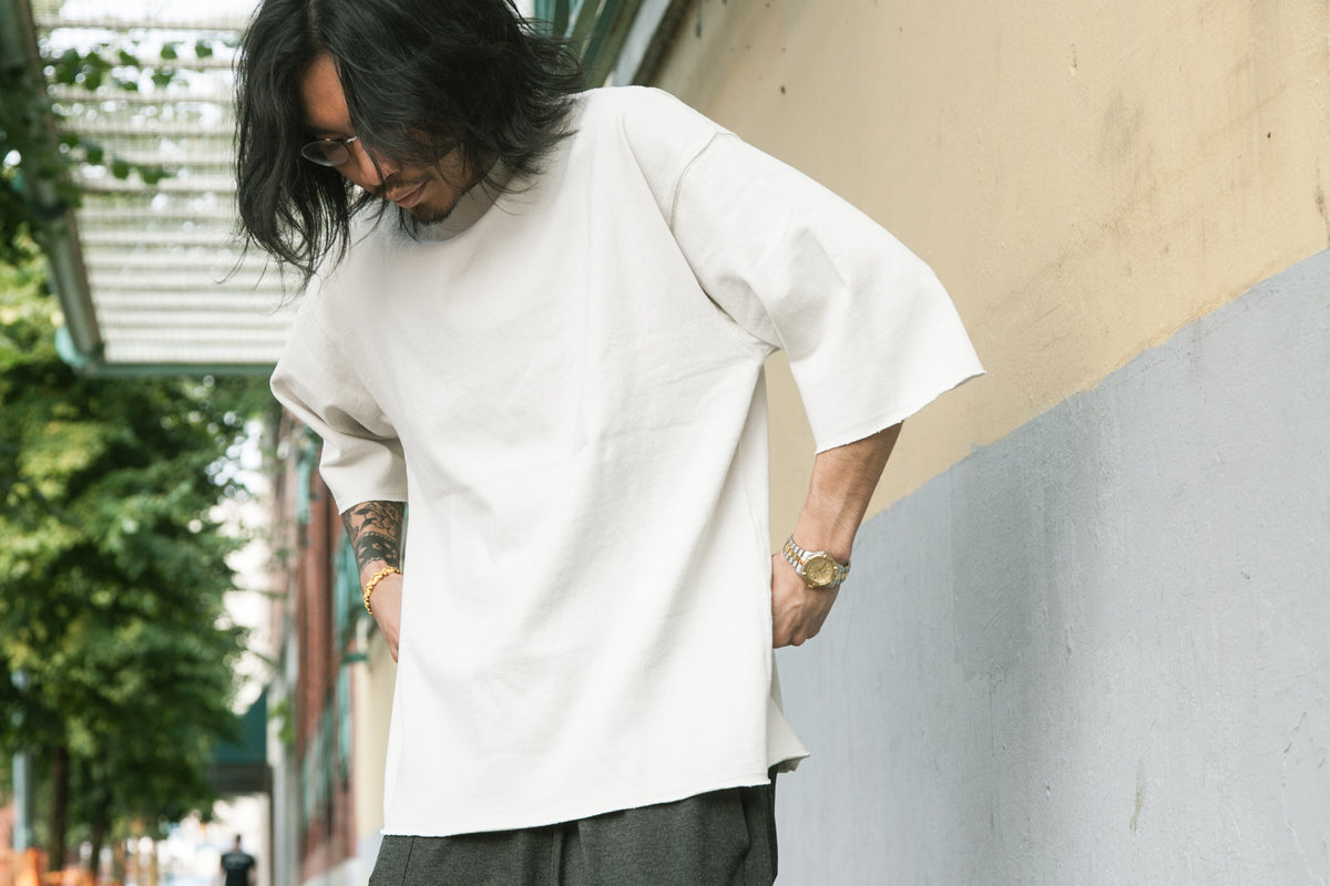 MERRY COMPANY SS18: HIGH NECK CUT-OFF TEE WHITE SAND