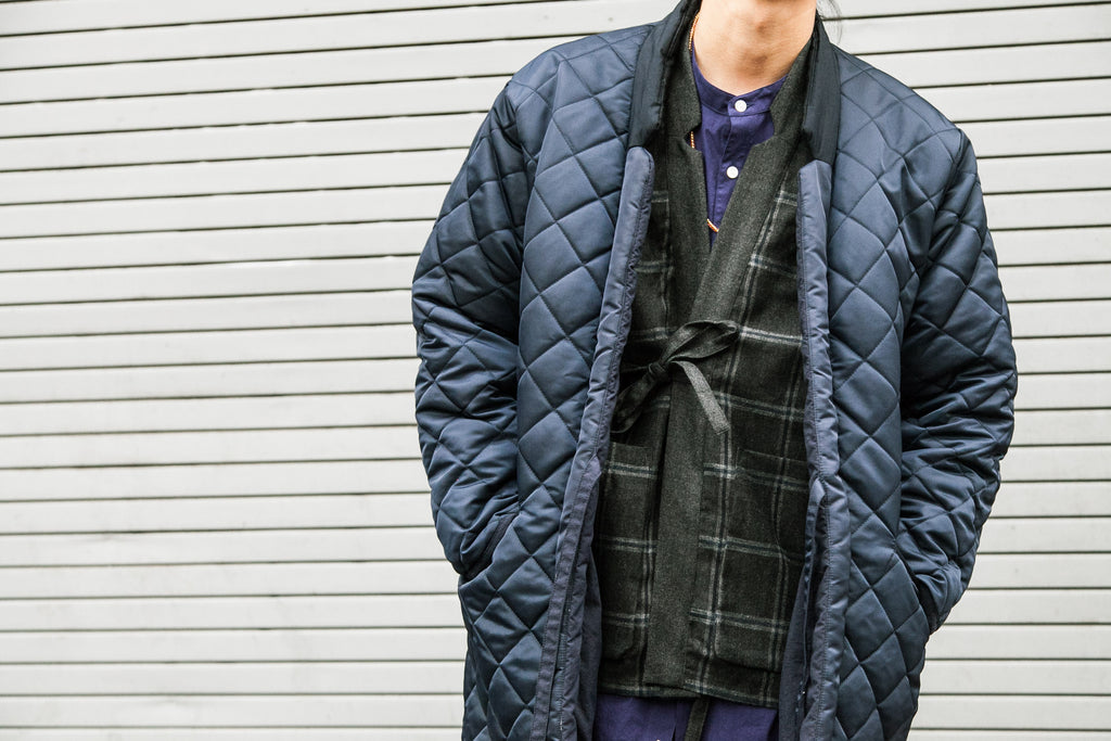 BLURHMS FW18: REVERSIBLE HAORI COAT NAVY