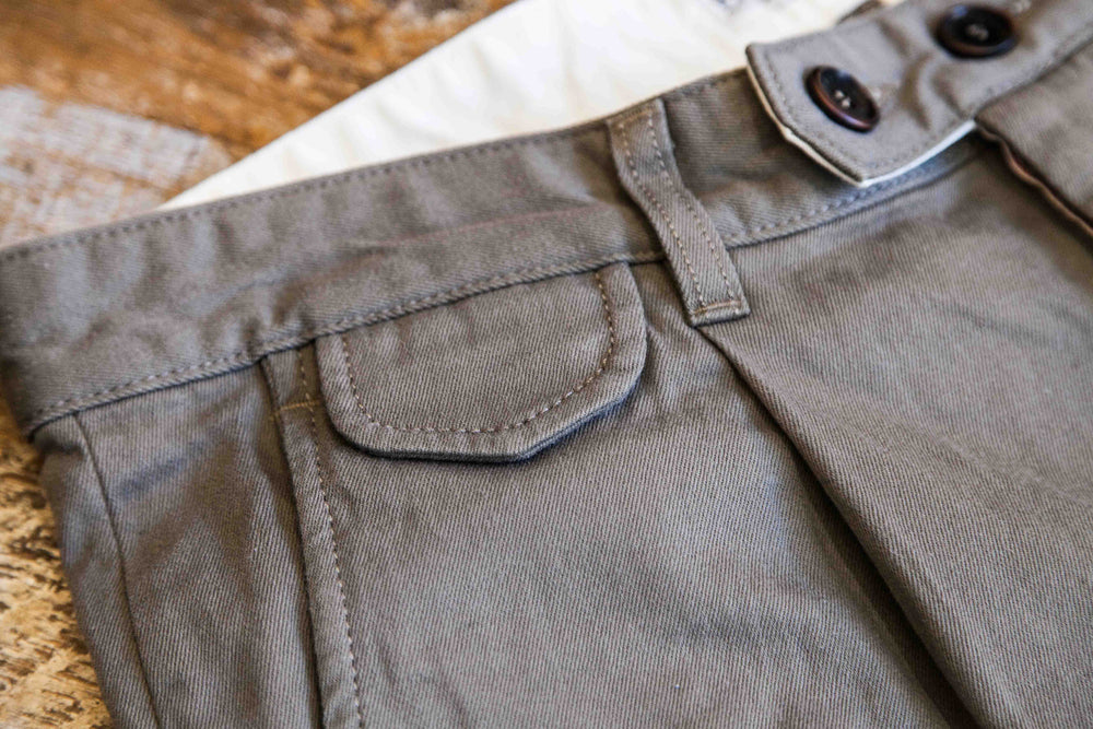 PLEATED TROUSER - OLIVE
