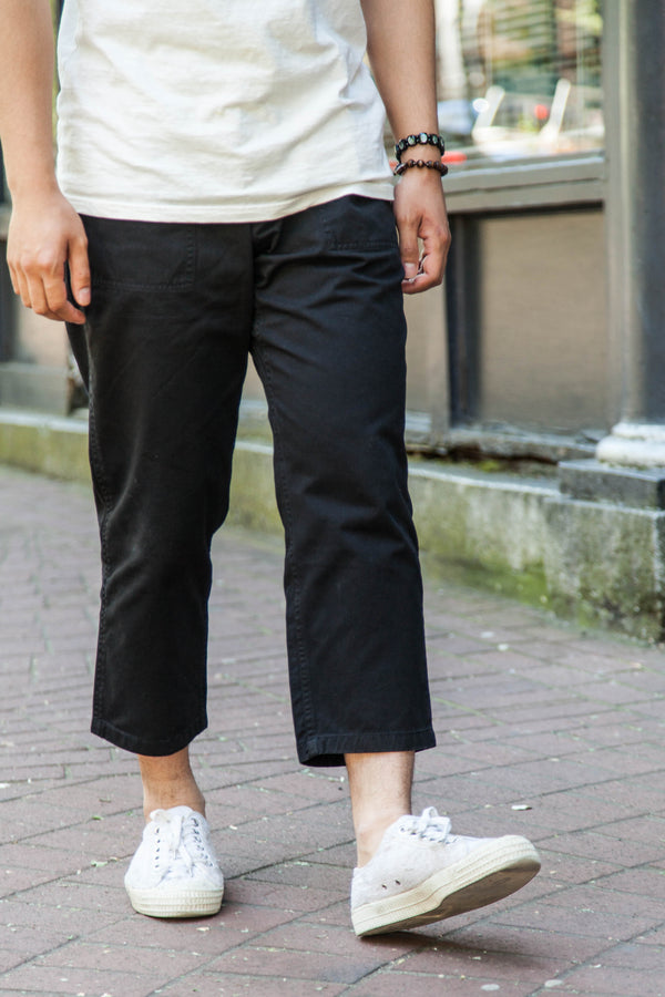 LOOSE TAPERED EASY PANTS - BLACK