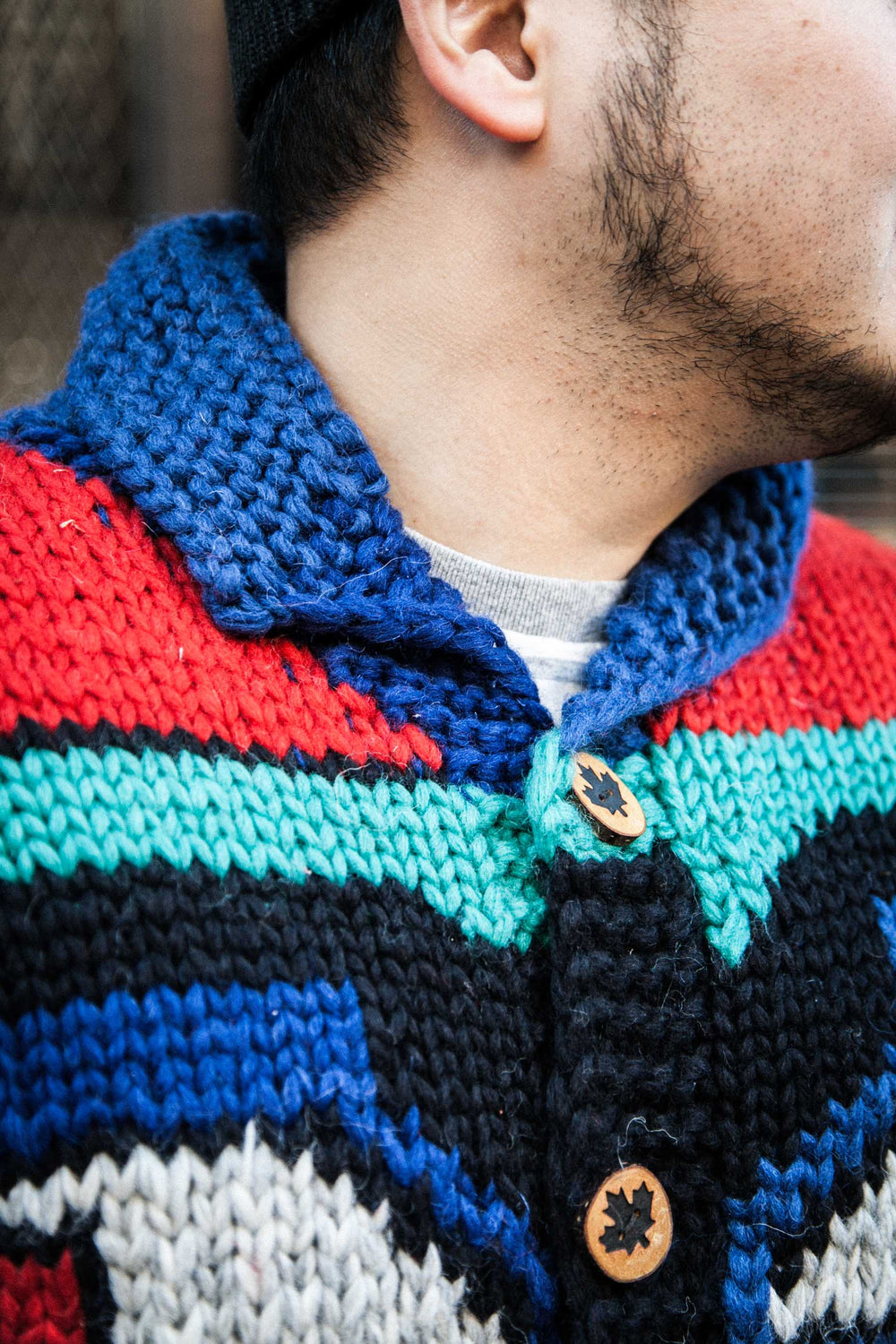 "COWICHAN ""INDIAN MASK"" BUTTON SWEATER - ROYAL BLUE/RED/EMERALD GREEN"