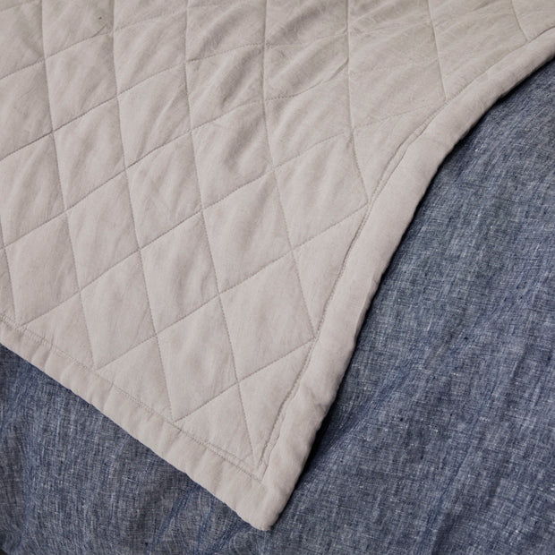 Diamond Quilted Blanket - Pebble