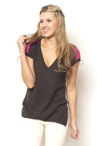 Shoulder Vee - Grey/Cerise