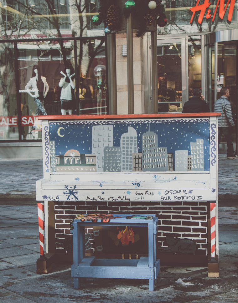 painted piano on 16th street mall denver colorado