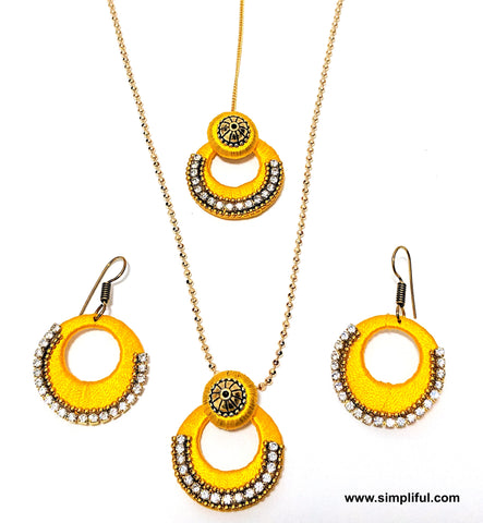 Silk thread Ramleela style Pendant and Earring set with Maang tikka