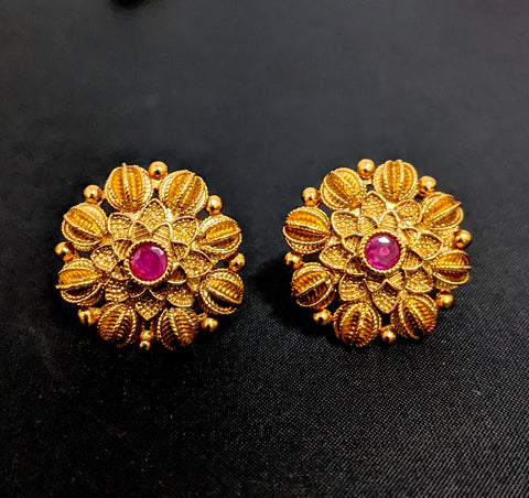 Antique gold polished flower stud earring