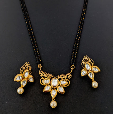 Lotus design Antique gold kundan stone Pendant Mangalsutra with Earring Set