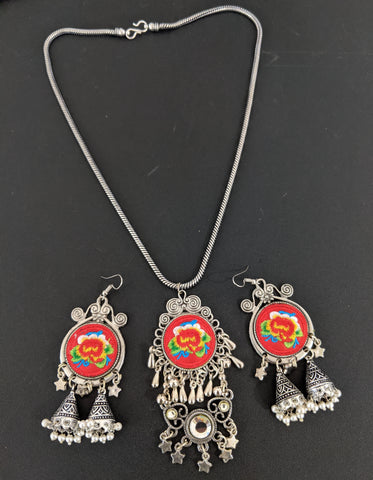 Embroided Silver Pendant chain necklace and earring set