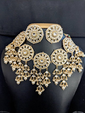 Kundan stone embedded Broad Choker Necklace and Large Stud Earrings set