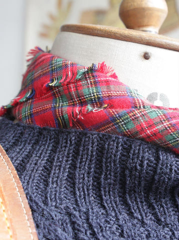 Fisherman's Neck Scarf Stuart Royal Tartan, Large