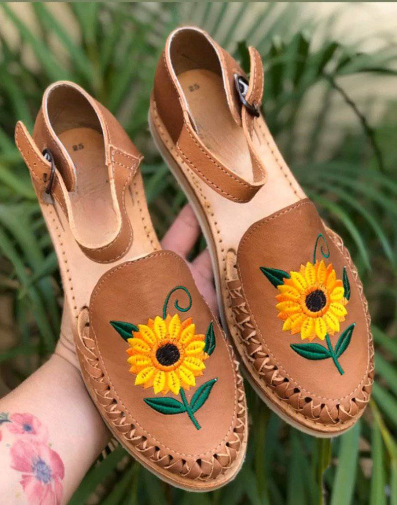 Girasol Tan Huarache Sandals - LaPerlaMX, ,[Mexican_Huaraches], [Huarache_Sandals], [Huaraches_Mexicanos], [Lace-up_Huaraches], [Leather_Huaraches], [Leather_sandals], [Handmade_sandals], [Handmade_Huaraches], [Mexican_Dresses], [Mexican_Clothing], [Mexican_shoes], [Mexican_Sandals], [women's_huarche_sandals], [Handwoven_Sandals]