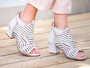 L'Artiste - Angular Open Toe Heel - Bone