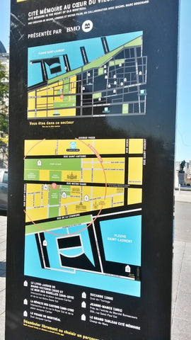 South side of Place Jacques Cartier wayfinding map looking north. Bottom map is oriented north up.
