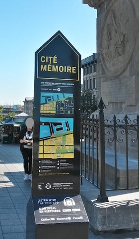 North side of Place Jacques Cartier wayfinding map looking south. Bottom map is oriented south up.