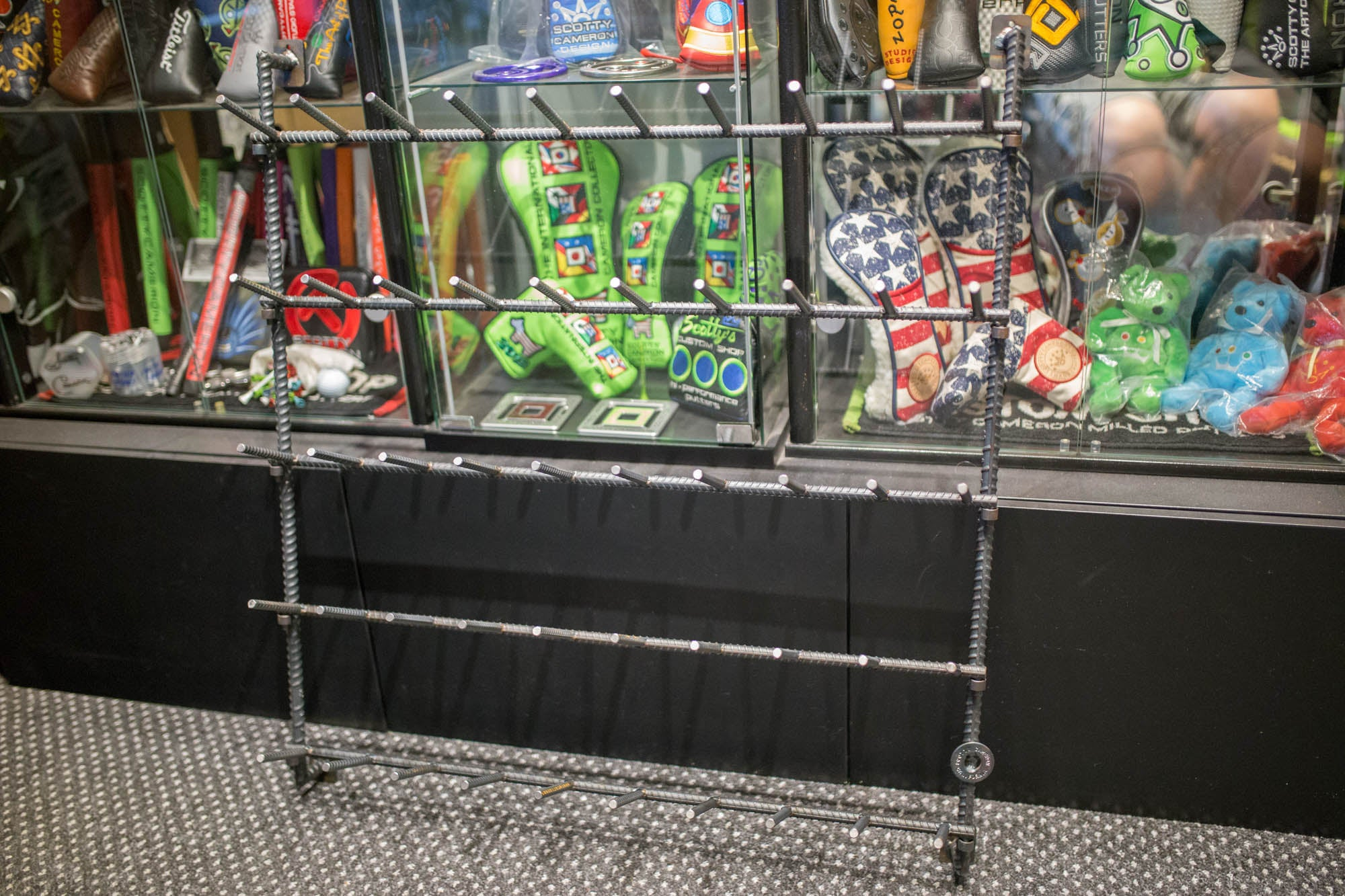 2018 Museum & Gallery Rebar Headcover Rack