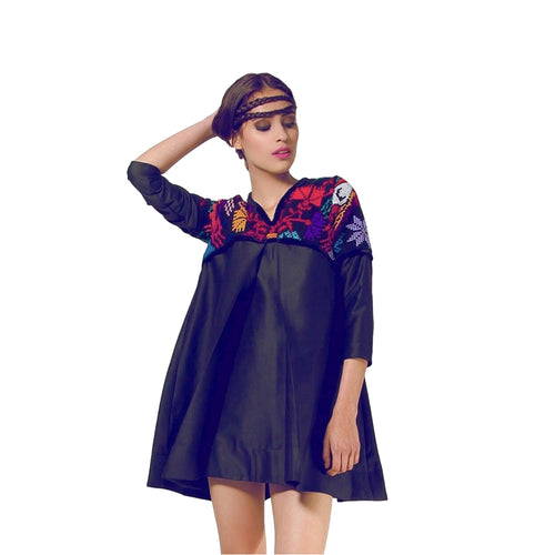Mexican Fashion Embroidered Dress - Nayibi Mexico Puebla Black Dress Colores Decor
