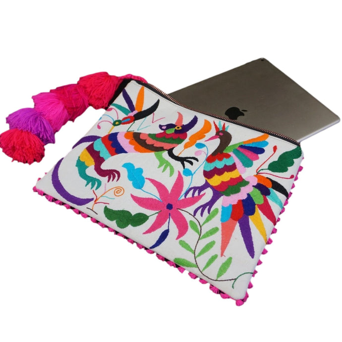 Otomi Tenango de Doria Embroidered 20 iPad/Laptop Leather Sleeve Colores Decor