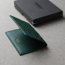Load image into Gallery viewer, Sibirien stockholm salmon leather card holder green