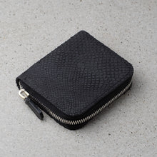 Load image into Gallery viewer, Zipper wallet black salmon leather