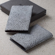 Load image into Gallery viewer, Sibirien stockholm salmon leather card holder gray