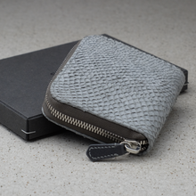 Load image into Gallery viewer, zipper wallet made of made of scandinavian salmon leather
